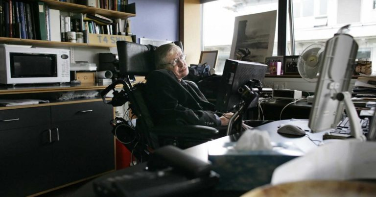 Here's What Experts Think of Stephen Hawking's Posthumous Predictions About AI, Gene Hacking, and Religion