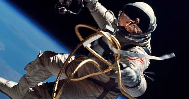 Space Travel Doesn't Seem to Shorten Astronauts' Lives, Says Study